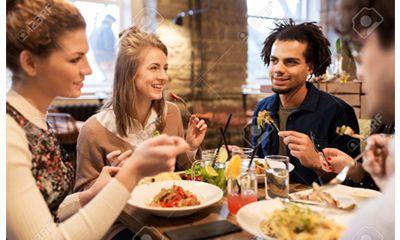 Alih alih Makan Sendiri Cobalah Makan Bersama Keluarga atau Komunitas Anda
