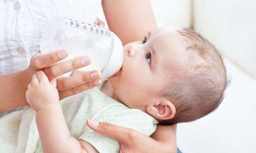 Cara memperkenalkan susu formula pada bayi