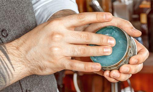Pada oil based pomade ada tiga macam varian daya tahan