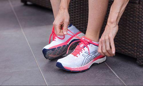 Pilihlah Ukuran Sepatu yang Lebih Besar dari Ukuran Kaki Anda