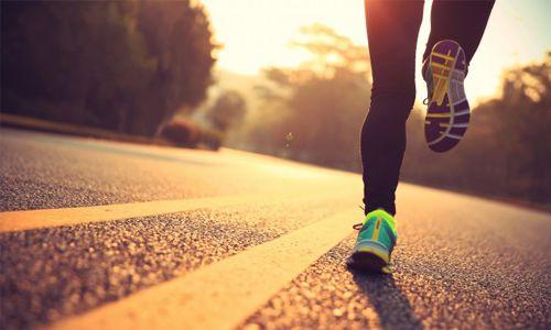 Road running Shoes Berbobot Ringan untuk Lari di Jalanan Aspal atau Trotoar