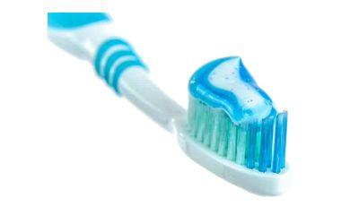Hindari Bahan Sensitif yang Berdampak Buruk pada Gigi