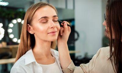 Eyeliner Waterproof Liquid Pilihan Tepat untuk Anda yang Memiliki Kelopak Mata Mudah Berminyak