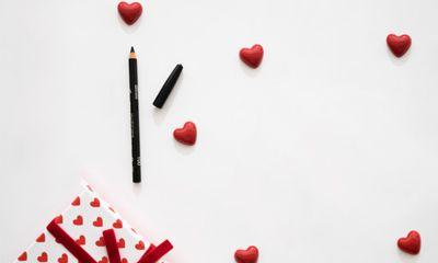 Eyeliner Waterproof Pencil Cocok untuk Pemula dengan Hasil Akhir Lebih Rapi dan Presisi