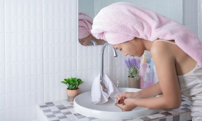 Pilihlah Eyeliner Waterproof yang Cukup Mudah Dibersihkan